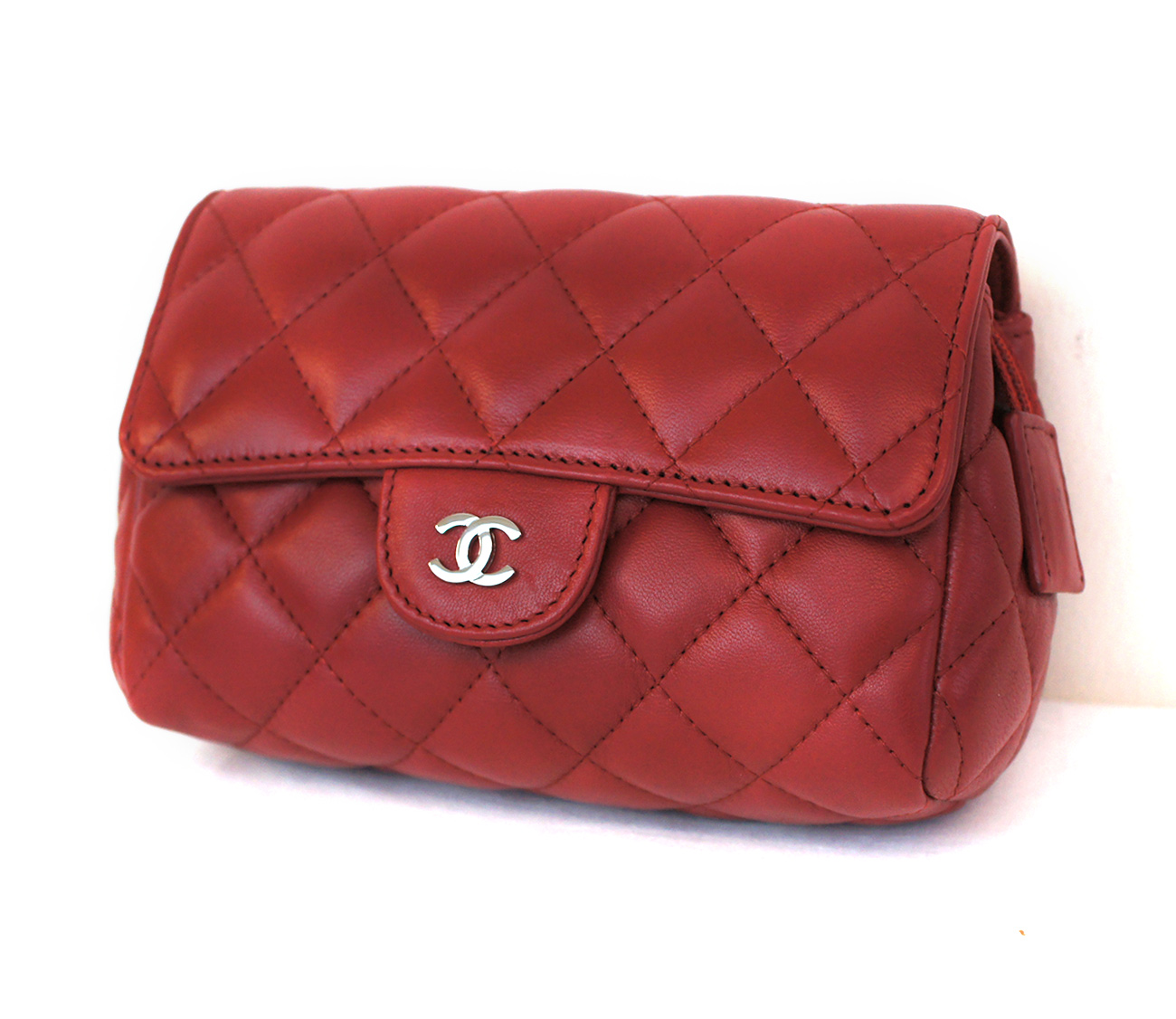 78cee54db22ab5 CHANEL 2016 Quilted Cosmetic Pouch Red | 4idee.com