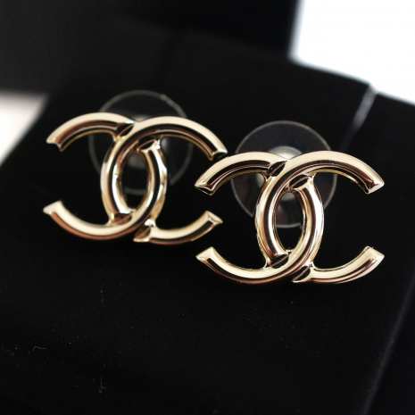 Chanel Women S Accessory Gold Cc Earrings